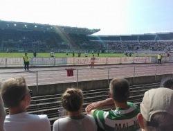 Miks riputas Celticu värvides Teemu Pukki fänn staadionipiirdele just sellise särgi? Foto: arhiiv