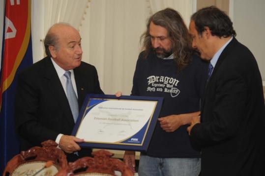 Arhiivifoto: Sepp Blatter, Aivar Pohlak ja Michel Platini. Foto: Heiki Rebane