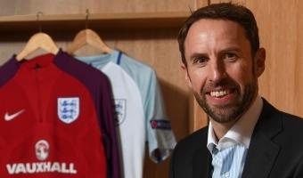 Inglismaa peatreener neljapäevastest rugby-õhtudest loobuda ei kavatse