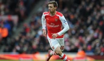 Koos jõuab rohkem ehk Arsenali kaitsetrio Costa pallile peale lendamas