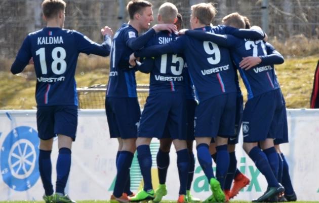 Paide mängijad Pärnu vastu väravat tähistamas. Foto: Liisi Troska